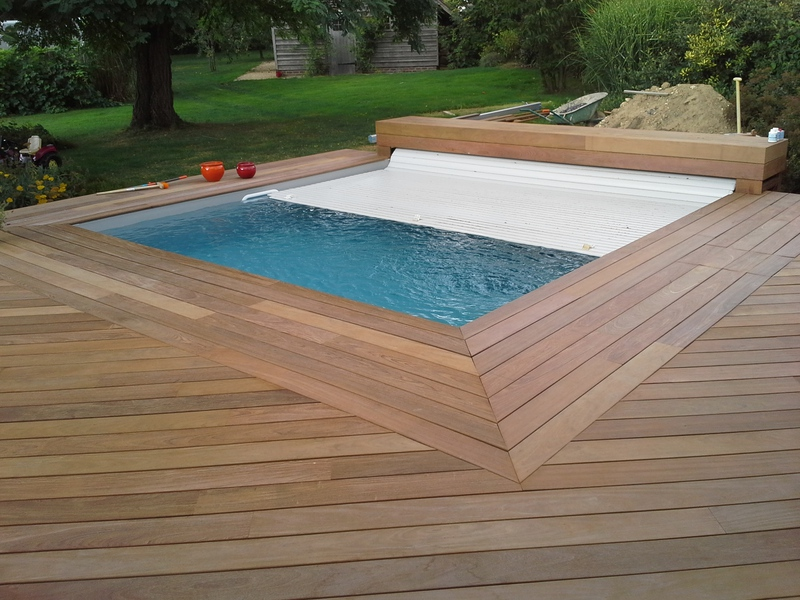 Piscines bois petite piscine hors sol enterr e for Piscine semi enterree a debordement
