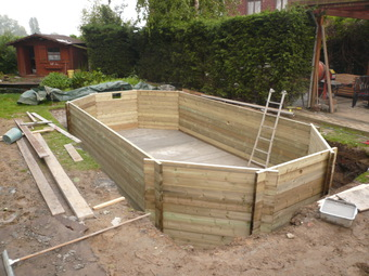 Installation de piscine bois types de configuration pour for Piscine bois enterrable